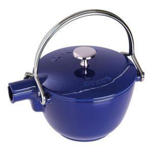 Konvice na vodu s nerezovým čajovým sítkem tmavě modrá - Staub